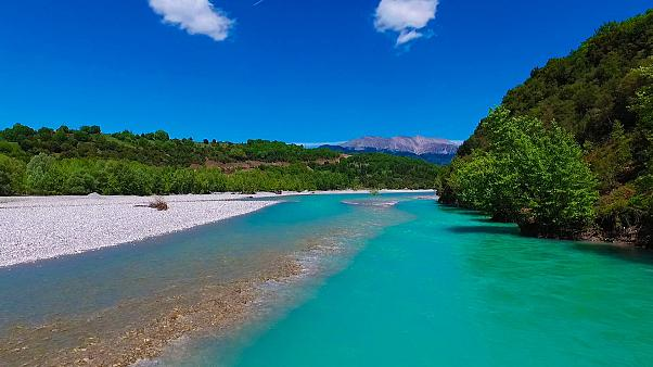 «Καλωσόρσαταν» στις γαλάζιες παραλίες της Κοιλάδας του Αχελώου