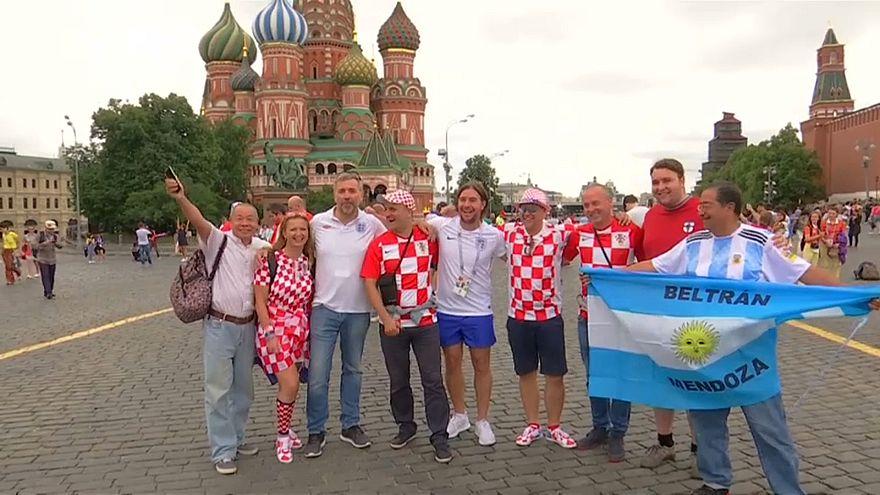 Praça Vermelha vibra com o futebol