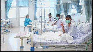 Primeras imágenes de los niños de la cueva tailandesa en el hospital