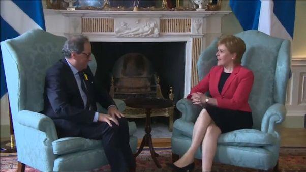 Torra pide diálogo y un referéndum desde Escocia