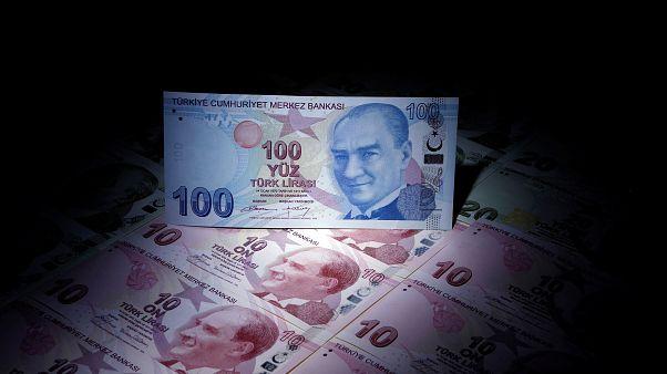 Dolar yine rekor kırdı, 5 Lira sınırında