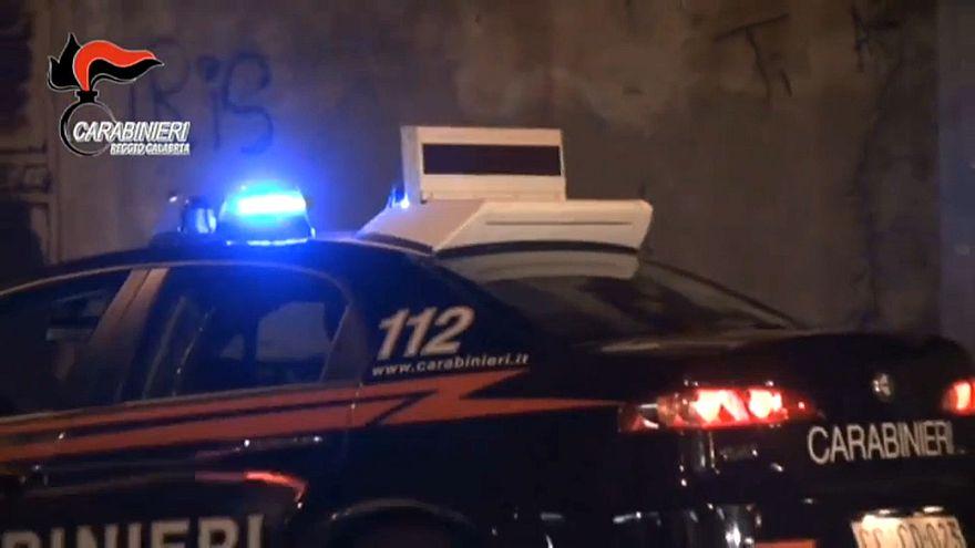 Calabria: 'ndrangheta sui parchi eolici, tredici arresti