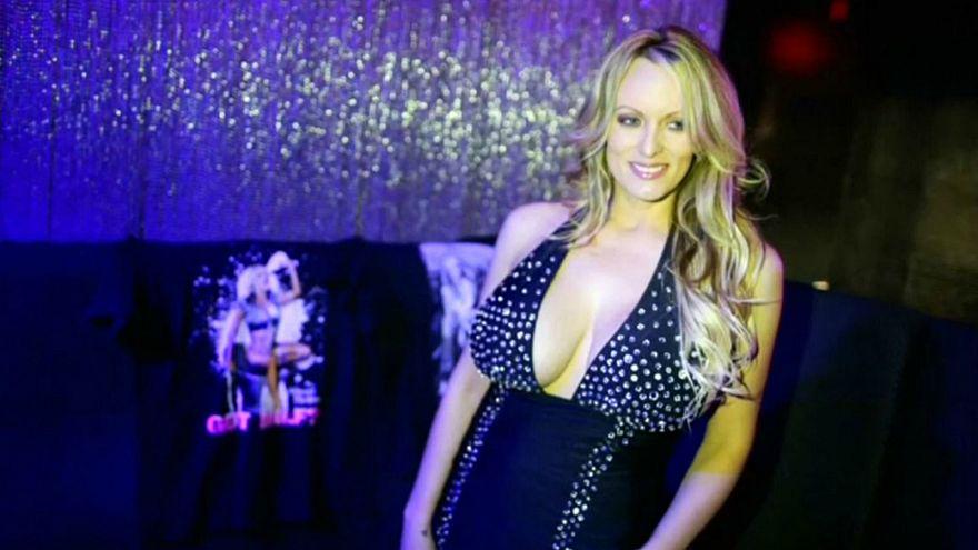 """القبض على ممثلة إباحية زعمت إقامة علاقة مع ترامب بسبب """"لمسها بطريقة غير جنسية"""""""