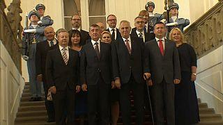 El Gobierno checo logra la investidura con apoyo de los comunistas