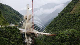 تخریب بقایای پل فروریخته در کلمبیا