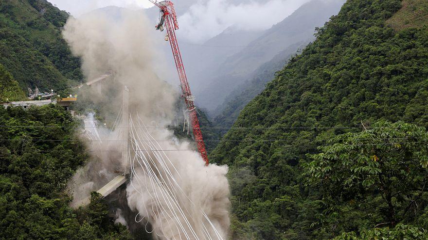 Impresionante detonación de un puente en Colombia