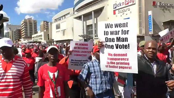 Proteste in Simbabwe - Opposition fürchtet Wahlbetrug