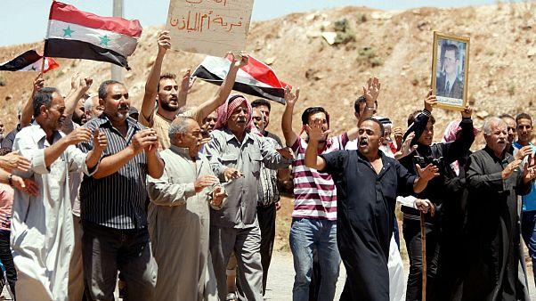 اهتزاز پرچم سوریه بر فراز بخشی از شهر درعا