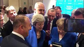 شاهد: زعماء الناتو يشاهدون مبارة أنكلترا وكرواتيا على الهاتف المحمول