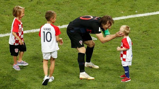 شاهد: أبناء أشهر اللاعبين يشاركونهم فرحتهم أثناء مونديال روسيا
