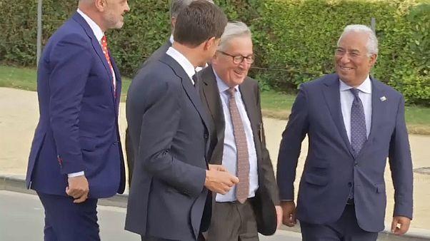 Η αστάθεια του Γιούνκερ στη Σύνοδο του ΝΑΤΟ – Βίντεο