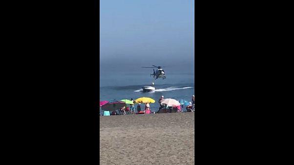 Video: Polizei-Hubschrauber verfolgt Drogenschmuggler an spanischem Strand