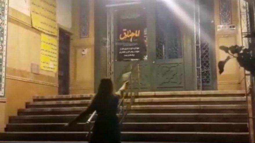 بازداشت زنی که در برابر مسجد رقصید
