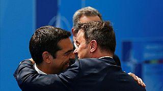 Tspiras und sein Amstkollege aus Luxemburg beim NATO-Gipfel