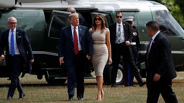 Donald Trump et Mélanie Trump arrivent en Angleterre