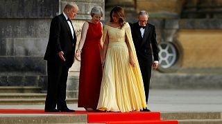 الرئيس الأمريكي وزوجته رفقة رئيسة وزراء بريطانيا وزوجها أمام قصر بلينهايم