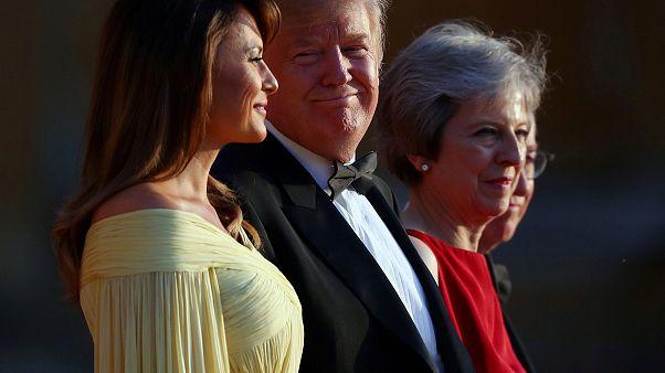 Britânicos recebem Donald Trump com protestos