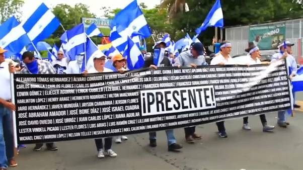 Multitudinaria manifestación contra Ortega