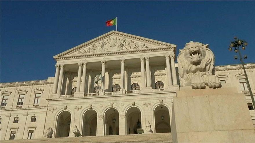 Parlamento aprova alteração do sexo no registo civil a partir dos 16 anos