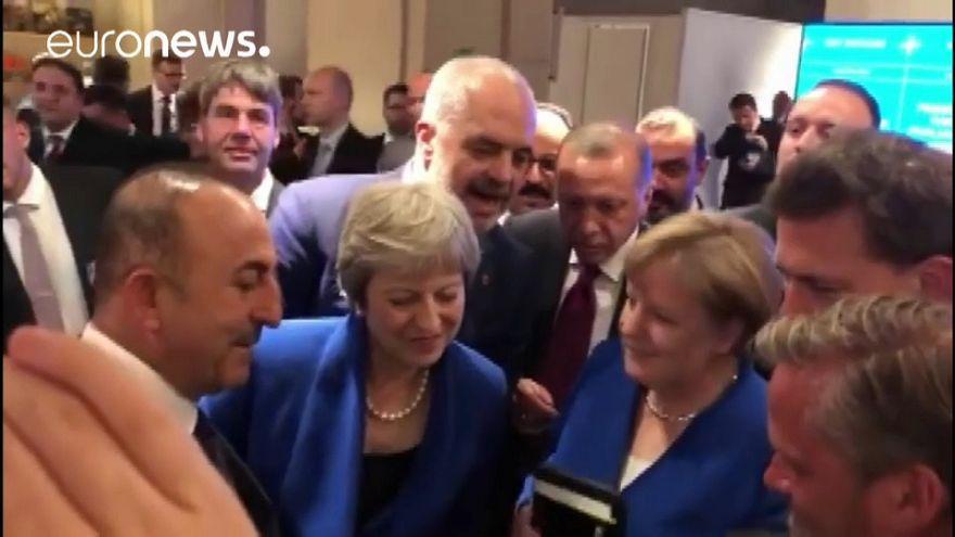 Liderler Dünya Kupası yarı final maçını Mevlüt Çavuşoğlu'nun cep telefonundan izledi