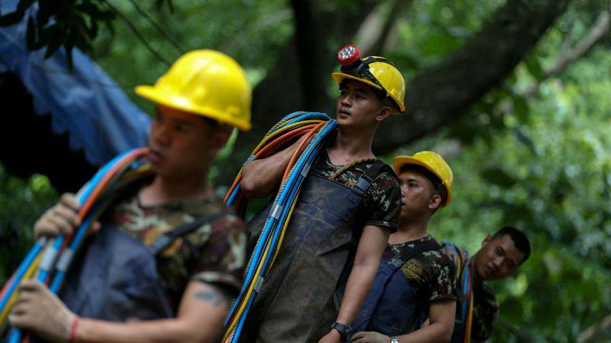 Életveszélyben voltak a búvárok is a thai barlangban