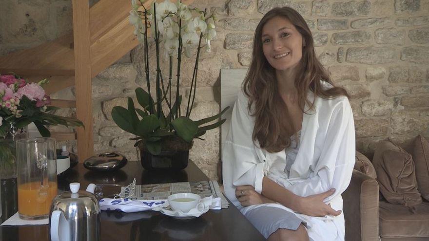 """Da studentessa a reginetta di bellezza: """"Il mio primo giorno da Miss"""" Parigi"""