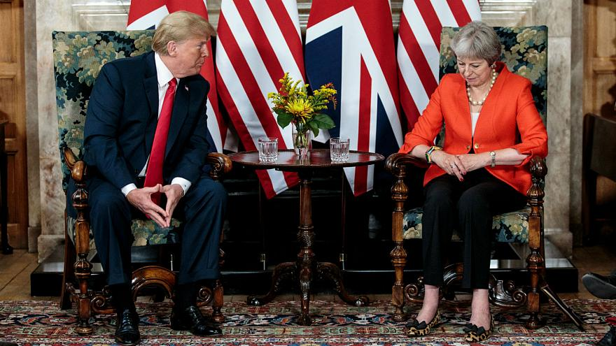 Trump nega críticas ao Brexit e a Theresa May