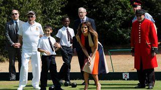 ميلانيا ترامب تلعب البولز وتزور دار متقاعدي الجيش في تشيلسي