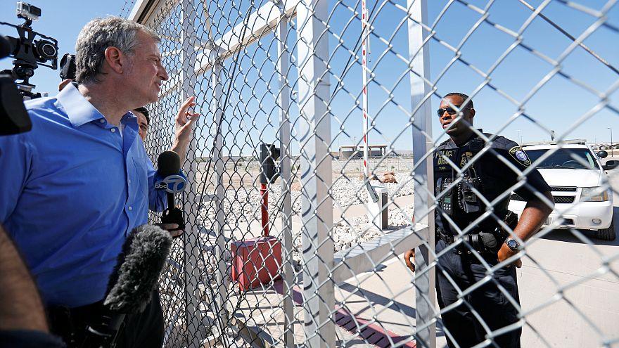عمدة نيويورك منع الصحافة من الدخول إلى أحد مخيمات الاعتقال
