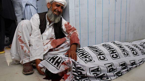 Pakistan'da genel seçim öncesi miting meydanları kana bulandı