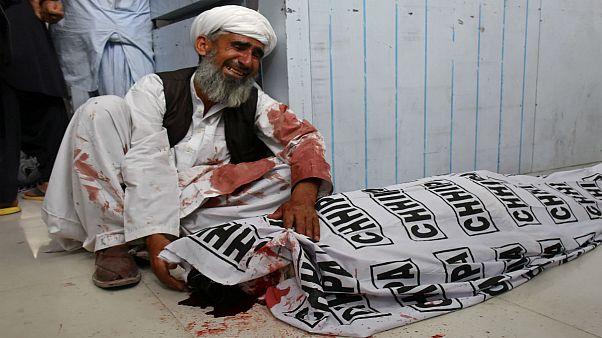 تعداد کشتههای بمبگذاری انتحاری در پاکستان به ۱۲۸ نفر رسید
