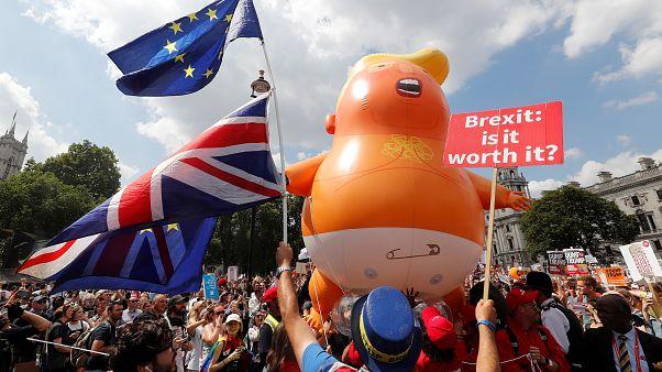 Centro de Londres enche-se com protestos anti-Trump