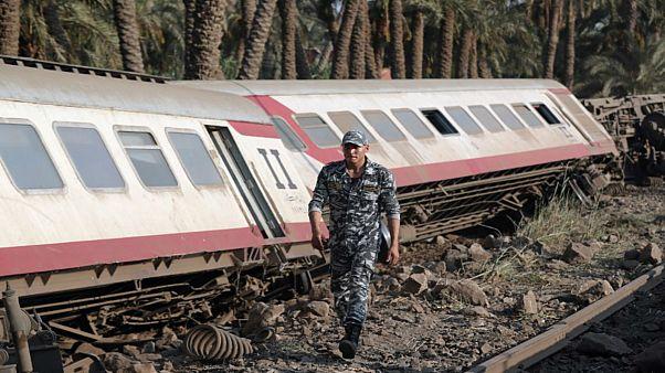 بسبب خطأ في التحويلة، نحو 60 مصاباً في مصر بعد خروج قطار عن القضبان
