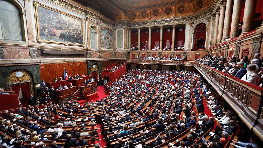 """إلغاء مفردة """"عرق"""" من الدستور الفرنسي"""