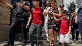 ام من جواتيمالا كان قد تم فصلها عن طفليها تخرج من مركز كايوجا بعد لم شملها