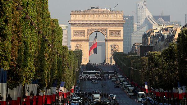 Ελευθερία, Ισότητα, Αδελφοσύνη: Η Γαλλία γιορτάζει και θυμάται