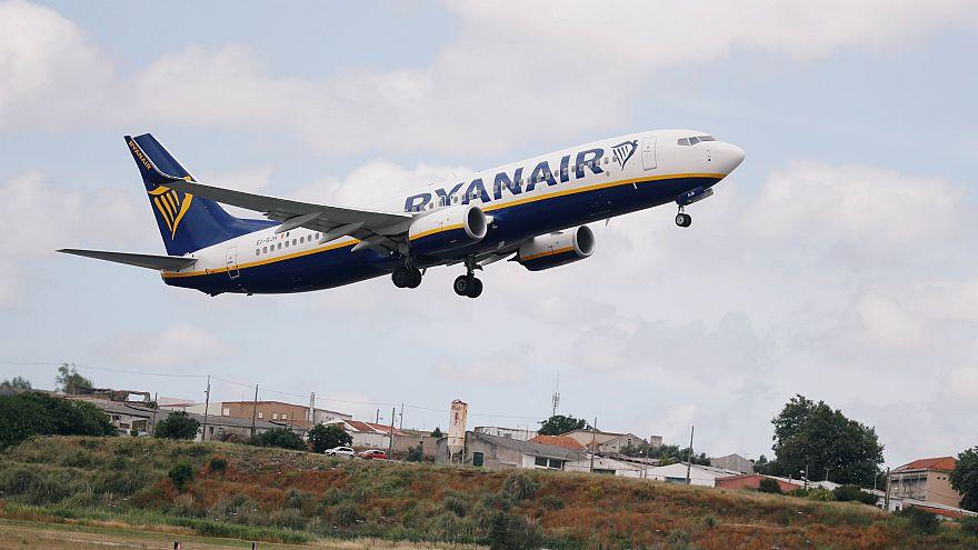 Aterragem de emergência de avião da Ryanair leva 33 ao hospital