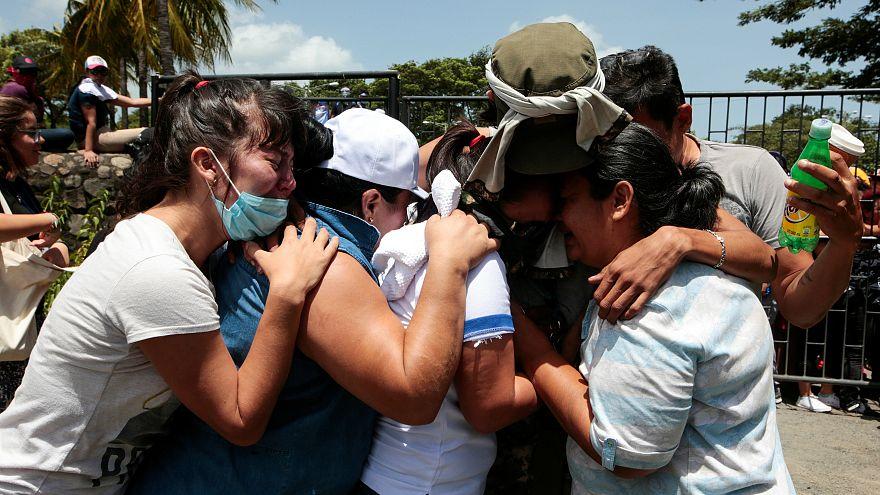 Nikaragua: Kurşunlardan kaçarak kiliseye sığınan öğrenciler kurtarıldı