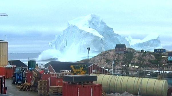 Un iceberg enorme pone en peligro una aldea en Groenlandia