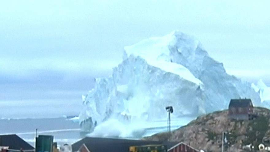 Riesen-Eiswürfel bedroht Dorf in Grönland