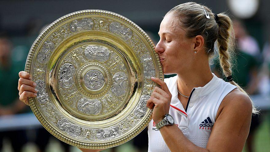 Wimbledon kadınlar şampiyonu Angelique Kerber ödülünü aldı