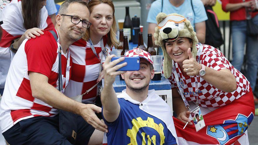 A horvát és a francia szurkolók már készen állnak az esti döntőre