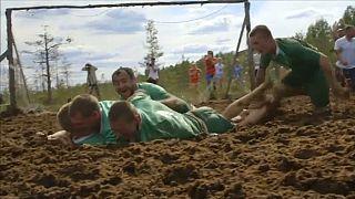 روسيا تتوج بلقب كأس العالم لكرة القدم للمستنقعات
