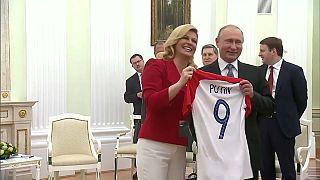 رئيسة كرواتيا تهدي بوتين قميص منتخب بلادها قبيل نهائي كأس العالم
