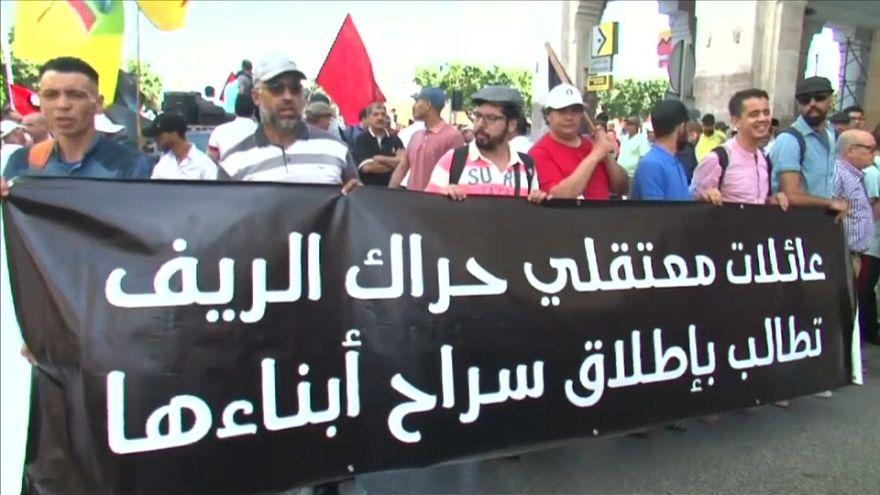 """مظاهرة حاشدة في الرباط تطالب بالإفراج عن معتقلي """"حراك الريف"""" المغربي"""