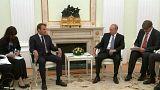 بوتين يستقبل ماكرون قبيل مباراة فرنسا وكرواتيا