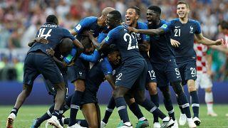 Frankreich gewinnt das verrückte Finale und erinnert an 1998