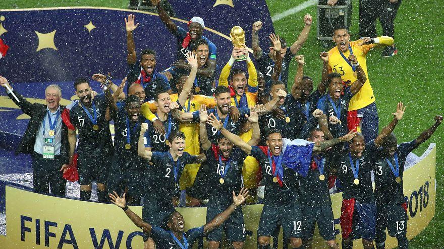 المنتخب الفرنسي يتوج بلقب كأس العالم للمرة الثانية في تاريخه