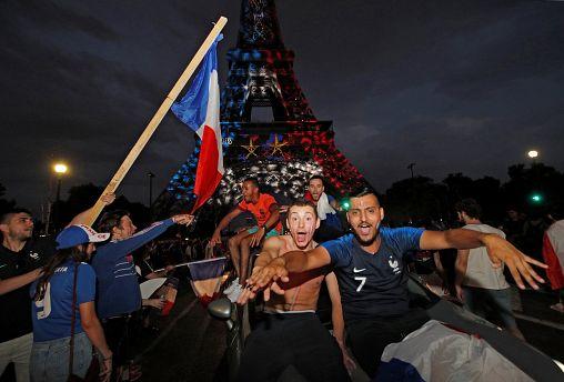 """Ganz Frankreich feiert LES BLEUS: """"Wir haben 20 Jahre darauf gewartet"""""""