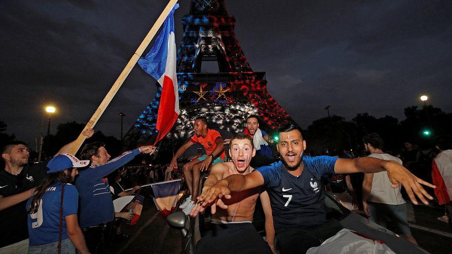 """Ganz Frankreich feiert """"Les Bleus"""": """"Wir haben 20 Jahre darauf gewartet"""""""